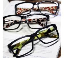 クラシック個性的黒縁スクエア型レンズなしコーデ用伊達メガネフレーム女子お洒落芸能人スタイル眼鏡フレーム
