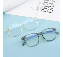 すっぴんメガネ定番コーデ伊達眼鏡フレーム度付きレンズ度なし伊達メガネおしゃれセルフレーム透明ウェリントン型めがね黒縁メガネ男女グレー色軽量メガネ上品ブラック