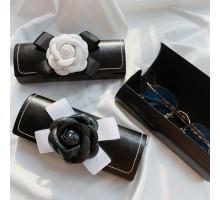 個性的レザーめがねケース カメリアの花エレガント耐衝撃メガネ 眼鏡ケース黒 白シンプル メガネケース女性レディース高品質サングラス収納