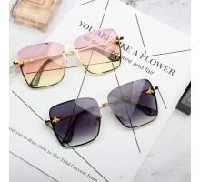 2019トレンドサングラス流行大きいフレーム眼鏡スクエア型サングラス蜂アクセサリー個性的ハチ女性有名人uvカットめがね韓国ファッション紫外線カットレンズ四角形
